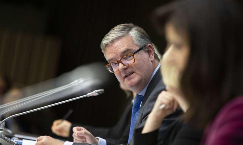 EU warns hostile countries are 5G risk, avoids naming names