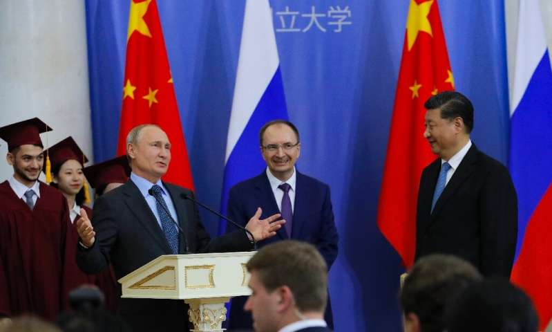 When Russian President Vladimir Putin (L) met with Chinese President Xi Jinping (R) in June, Huawei scored a local contract